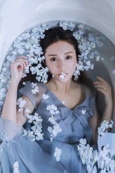 蓝色假花 水下写真