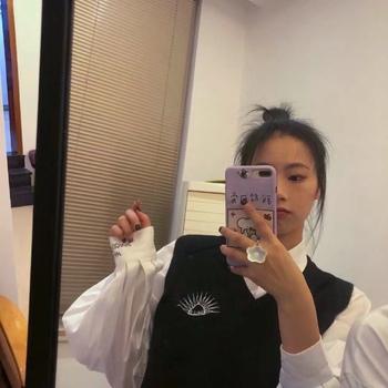 针织马甲 白衬衫
