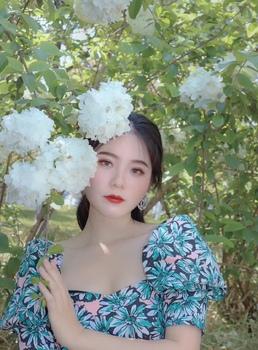 花卉方领连衣裙