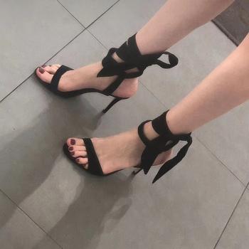 尖头高跟鞋